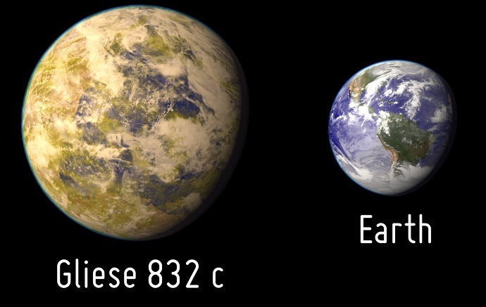 gliese832c_vs_earth