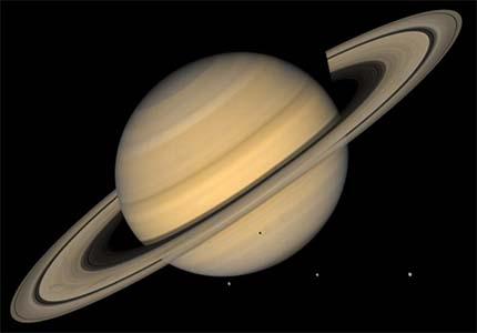 Planet Saturnus dan cincinnya.