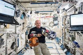 Rekor Astronot Amerika Terlama di Luar Angkasa KembaliPecah
