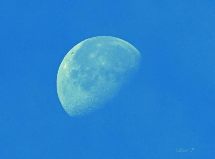 daylight-moon1