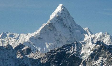 Gunung Everest di Tibet.