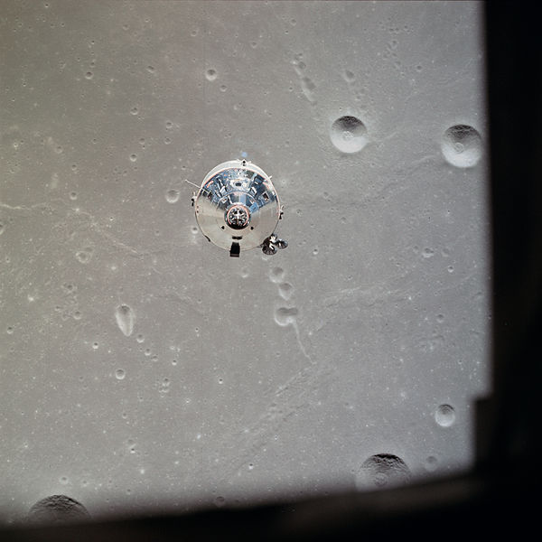 600px-apollo_11_csm_photographed_from_lunar_module_28as11-37-544529